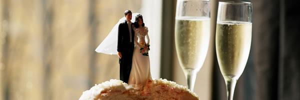 Desejar feliz aniversário para 5 anos de casamento ou de casados.
