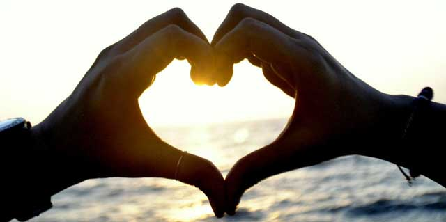 Desejar um feliz aniversário de 2 anos de namoro para namorada ou namorado ou para um casal querido.